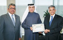 Minister Kamal bin Ahmed Mohammed is flanked by Al Kooheji (right) and Janahi at the air show