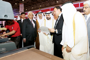 Dignitaries going round Print Pack Arabia