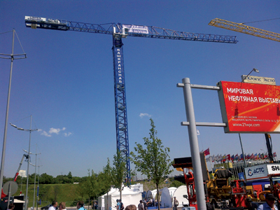 The 21LC550 flat-top crane displayed at the event
