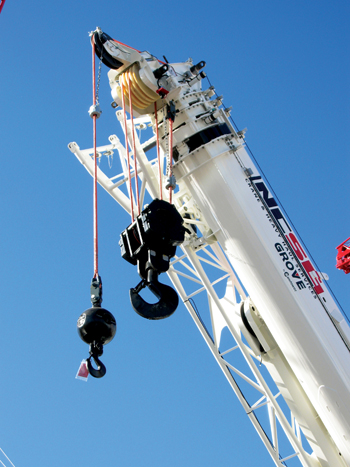A Grove crane with the KZ-100 synthetic hoist rope