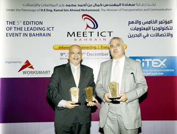 Al Ansari (right) and Hadi at the MEET ICT Bahrain 2014 awards