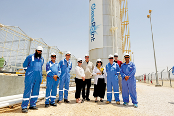 US embassy officials with PDO and GlassPoint officials at the pilot plant