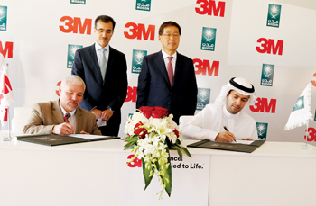 Bruce Hafermeyer, manufacturing manager, 3M Saudi Arabia, and Al Rasheed signing documents