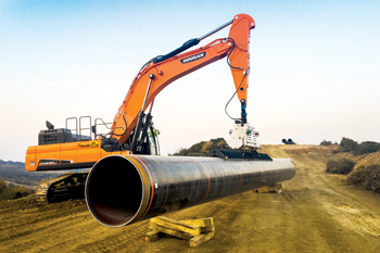 A Doosan DX530LC-5 excavator lifting a 14-tonne gas pipe