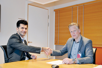 Dasht and Waal after signing the new contract