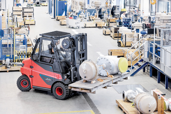 The largest Linde brand electric trucks are now also available with lithium-ion batteries