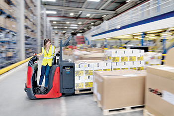 The unique architecture of the new low-level order picker Linde N20 promises increased safety and hi