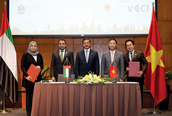 Customs World officials signed a trade agreement with Vietnam